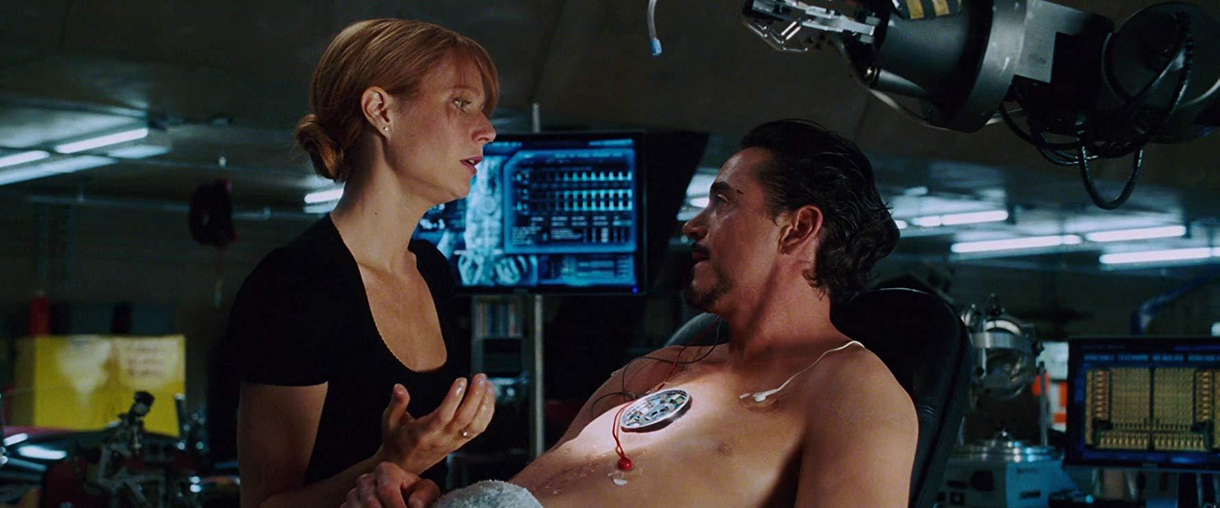 A relação entre Pepper e Tony é forte desde o início.