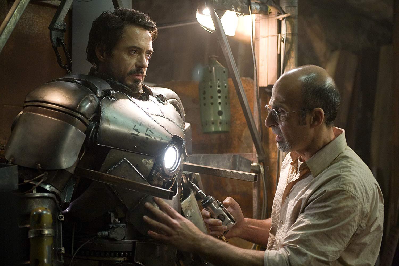 Tony Stark constrói sua primeira armadura.