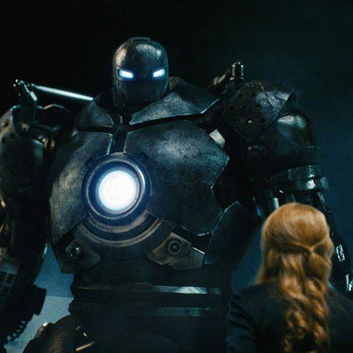 Obadiah Stane no ato final - enfrentar o Homem de Ferro com armaduras ainda seria explorado em outro filme.