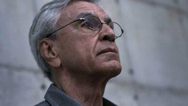 Narciso em Férias, documentário sobre a prisão de Caetano Veloso em 1968, será lançado pela Globoplay.