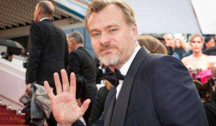 Christopher Nolan criticou a decisão da Warner Bros. de lançar seus filmes nos cinemas e no serviço de streaming, HBO Max, simultaneamente.