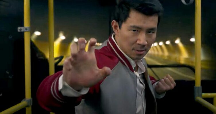 Shang-Chi e A Lenda dos Dez Anéis tem o seu primeiro trailer divulgado.
